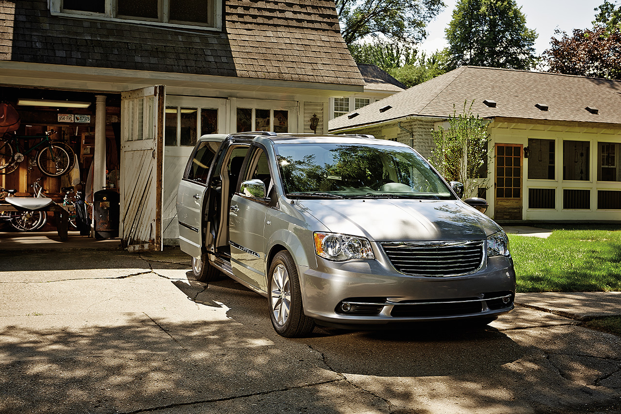 2014-Chrysler-Town&Country-13d