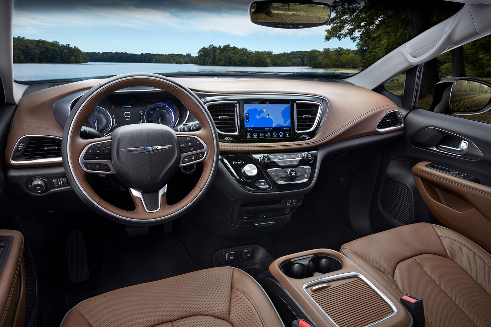 Chrysler Pacifica Lians Photography